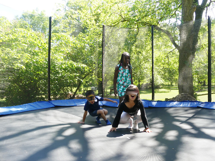 Trampolin am Familientag