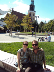 Marion+Xaver vor Kirche