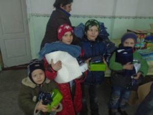 Kinder mit Decken