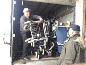 Verladen der Rollstühle