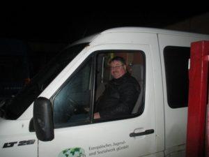 Unser Fahrer im Transporter Levice
