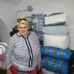 Olga Tape mit Hilfsgütern