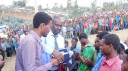 Bibelverteilung in Äthiopien
