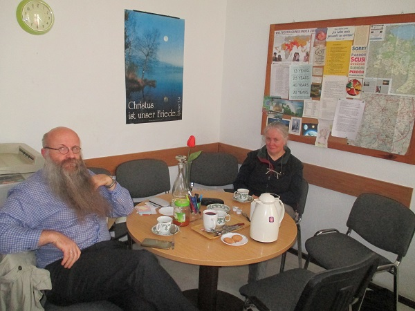 Frank Seidler und Elisabeth Kunze im Büro-Ukrainehilfe