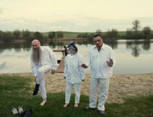 Frank und Arash mit einem der Täuflinge