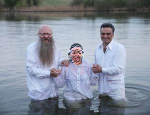 Frank und Arash beim Taufen
