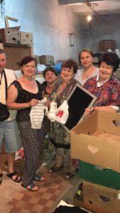 Freude über Hilfsgüter