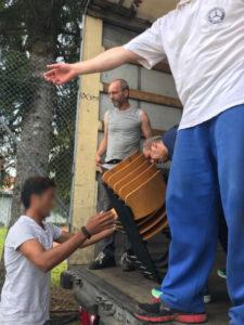 Beladen 3 Schulmöbel Ukraine russisch