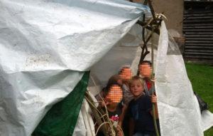 Kinder in der Hütte-Kinderfreizeit