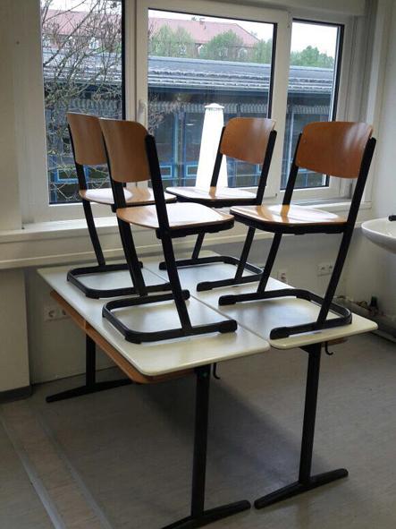 Schultisch 2017  Schultisch mit Stühlen-Ukraine - Europäische Missionsgemeinschaft