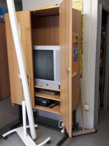 TV Schrank mit TV Schulmöbel Ukraine- russisch