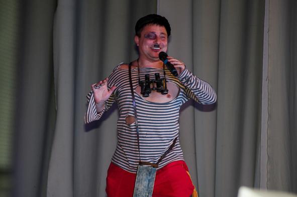 Reise, Comedian