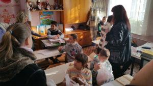 Wir verteilen Geschenke in der Sonderschule Cherson