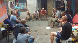 Neus Leben, Gruppe beim Singen