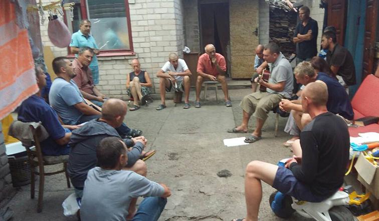 Neues Leben-Gruppe beim Singen
