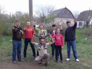 Neues Leben Helfer und Dorfbewohner