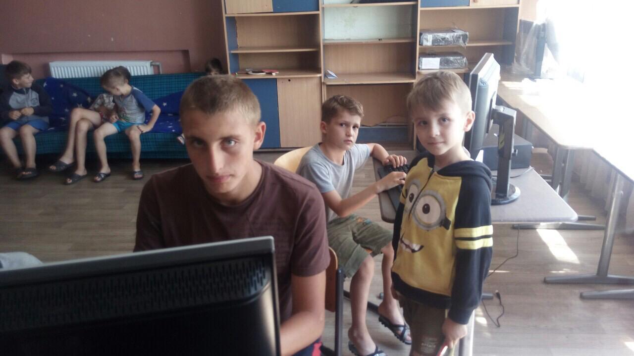 Kleider und PC´s für die Ukraine