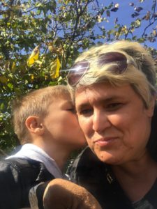 Kind küsst Olga, real